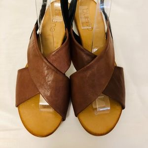 NWT  AUTHENTIC LEATHER CRISCROSS SANDALS